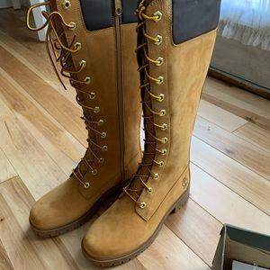 Women's NIB size 6M knee hi timberland boots